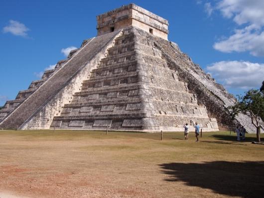 Храм Кукулькана  - Восточная и Южная (не отреставрированная) стороны, Чичен-Ица