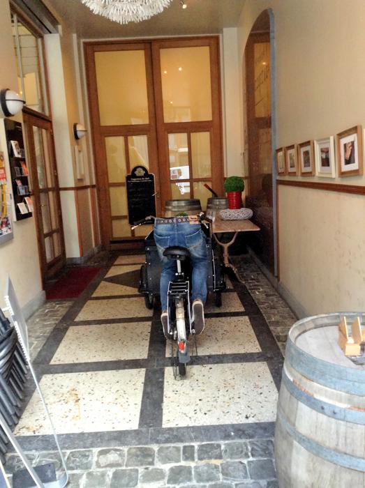 У входа в музей Комиксов – Шутка, Кергуду! :-)