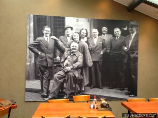 Рене Магритт с друзьями в кафе «Цветок из позолоченной бумаги», Брюссель