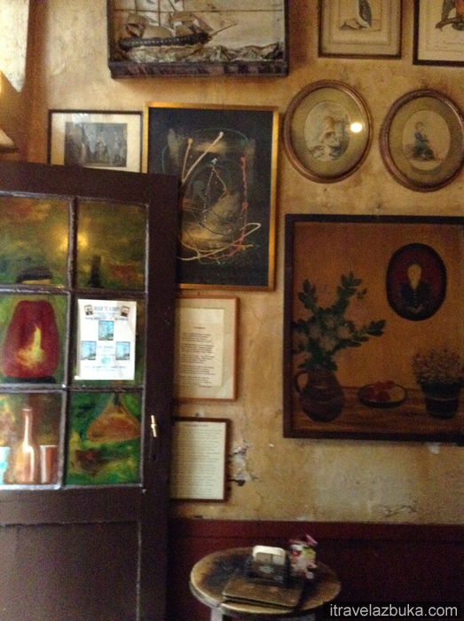 Картины в кафе «Цветок из позолоченной бумаги», Брюссель