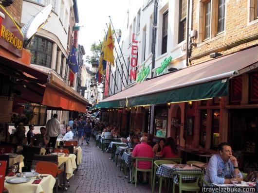 Ресторан «Chez Léon» на улице Мясников - Rue des Bouchers/Beenhouwersstraat, Брюссель